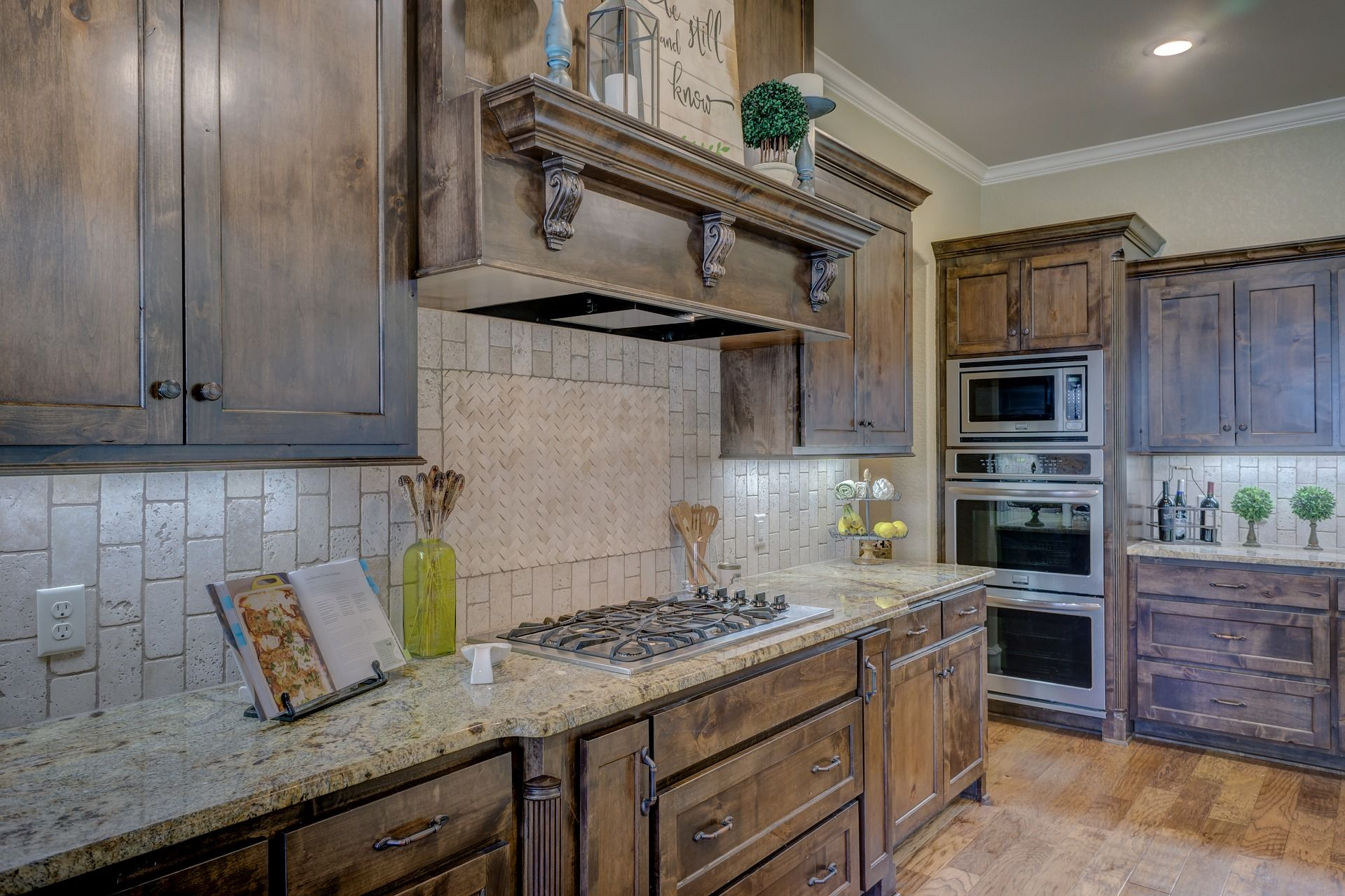 Choosing a Kitchen Backsplash - featured image